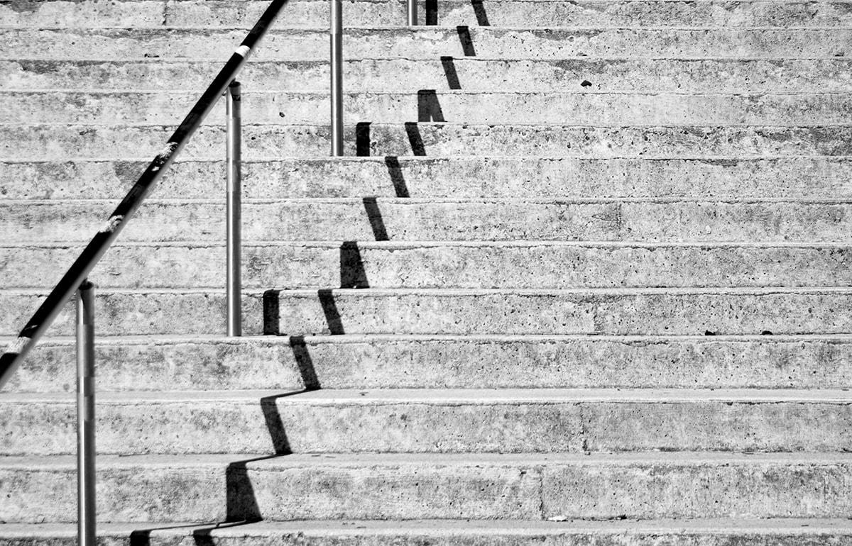 Fotografie. Treppen mit interessanten Schattenspielen.